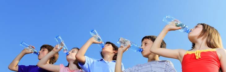 المياه المعدنية هل هي مفيدة ام ضارة علي صحة الاطفال؟