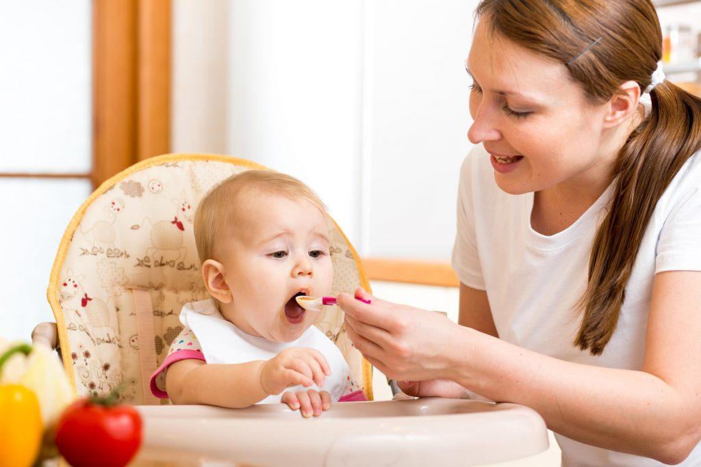 جدول تغذية الاطفال في السنة الاولي من العمر
