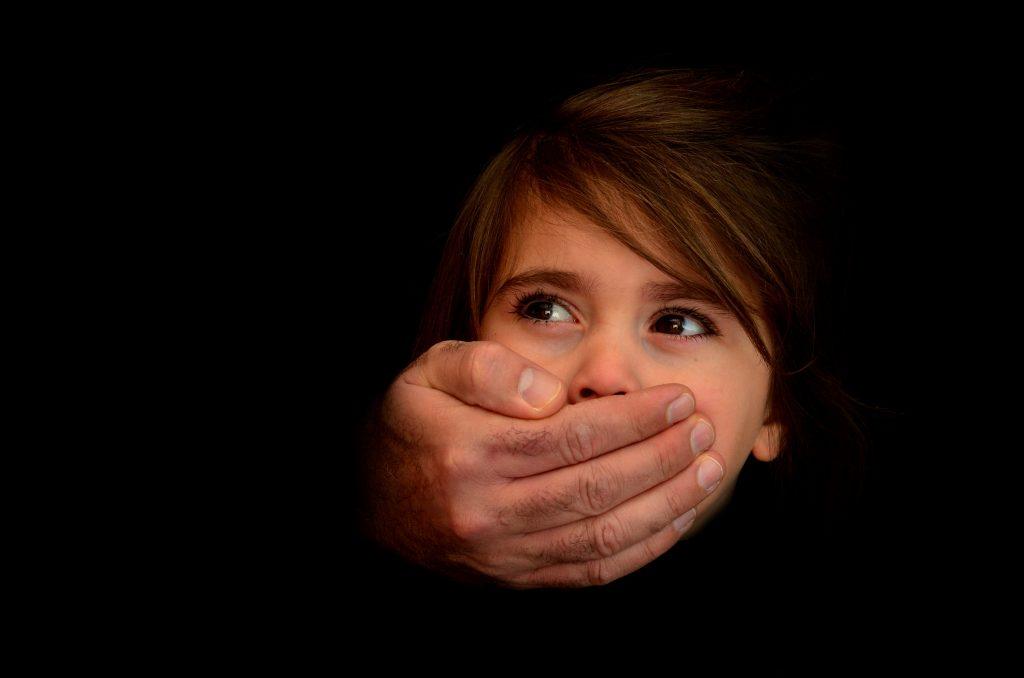 الاعتداء الجنسي علي الأطفال