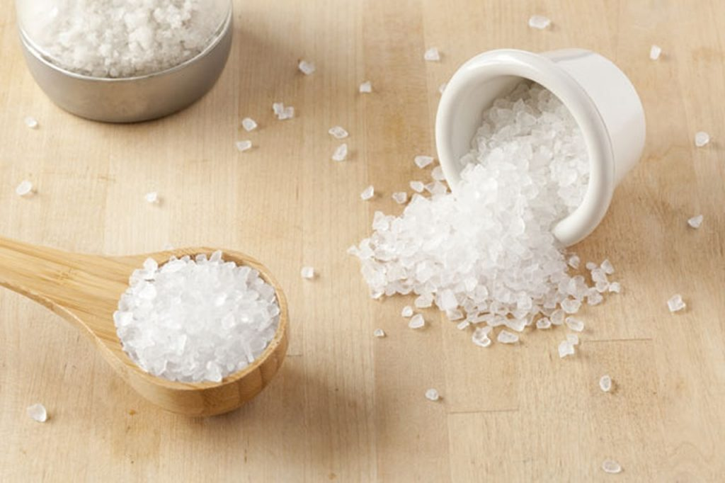 اضافة الملح او السكر الي طعام الرضع