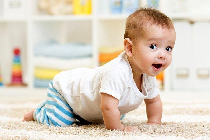 تعليم الرضيع الحبو
