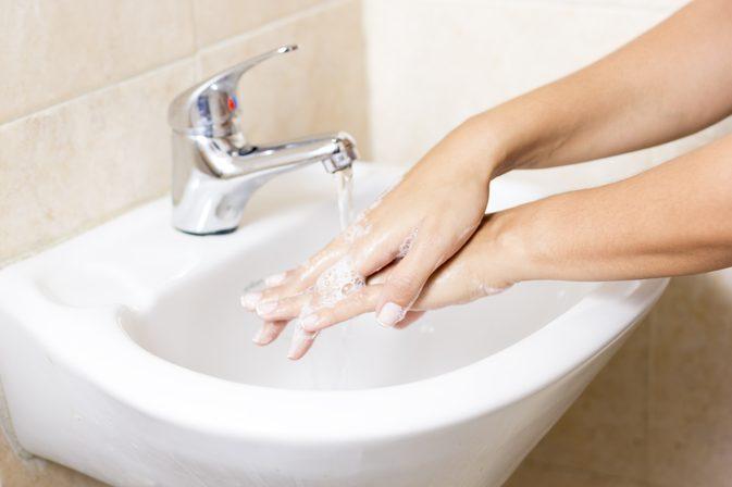 فوائد غسيل اليدين للأطفال
