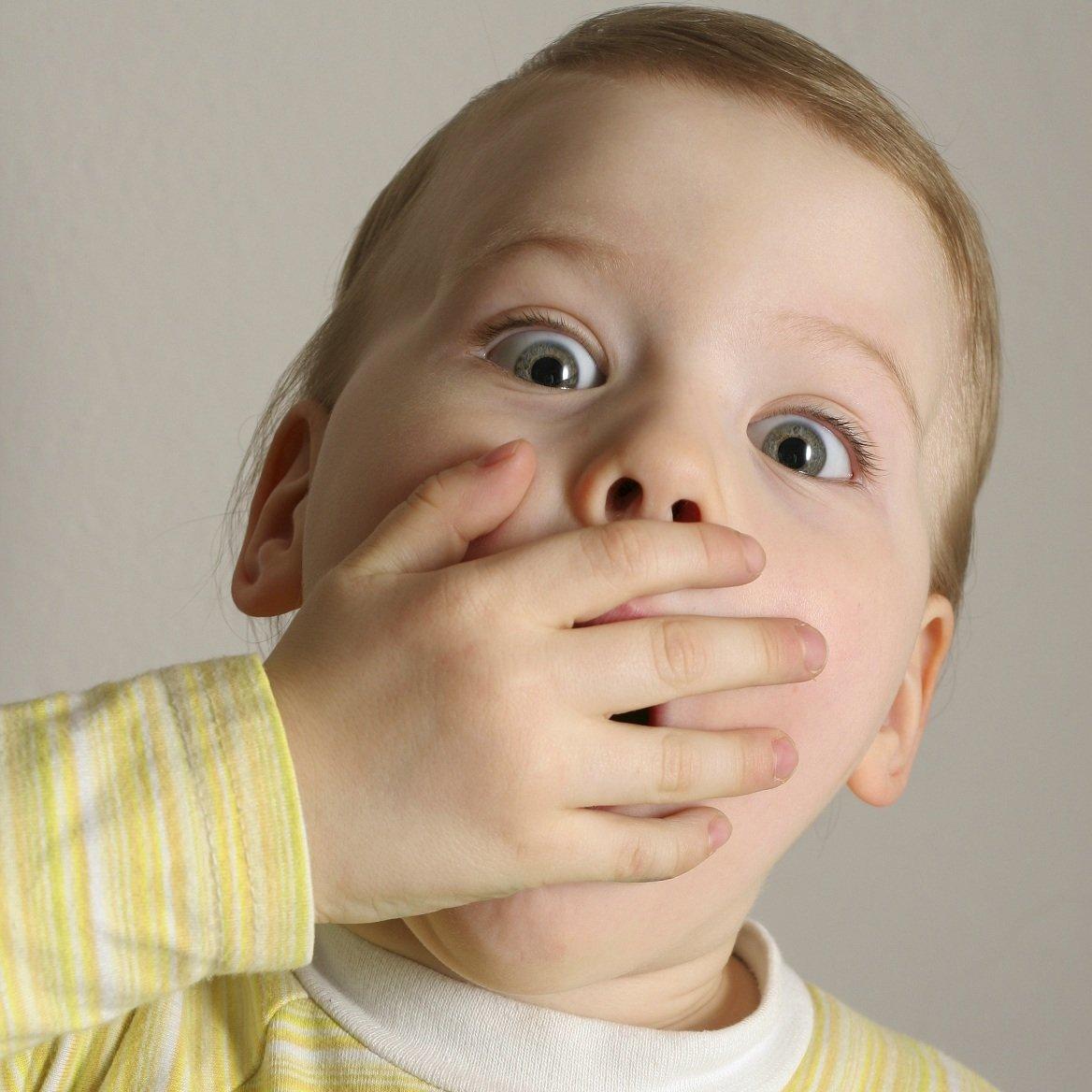 كيفية التخلص من رائحة الفم الكريهة عند الاطفال بطرق طبيعية