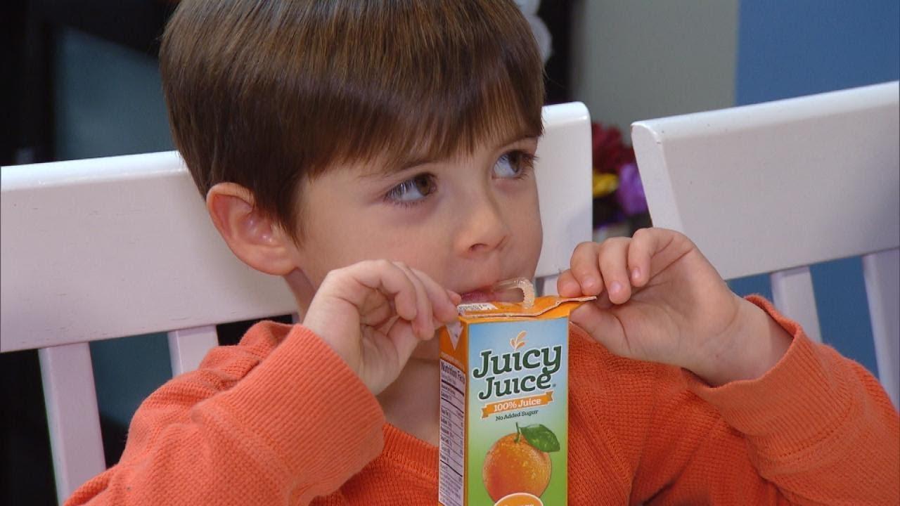 متى يشرب الطفل العصير المعلب؟